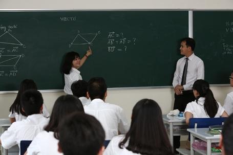 Thầy Đỗ Văn Bảo trong một giờ dạy Toán