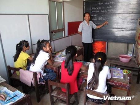 Một giờ dạy học của cô Nguyễn Thị Thông. (Ảnh: Trịnh Duy Hưng/Vietnam+)