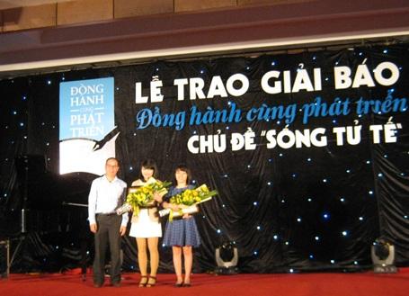 Hai tác giả Yến Trinh và Vũ Thủy nhận giải Nhì