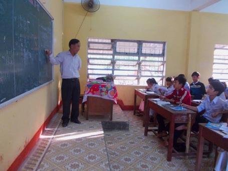Thầy Bùi Văn Tài trong một buổi lên lớp