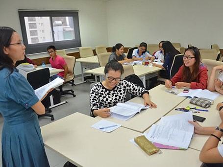 Sinh viên Trường ĐH Hoa Sen trong giờ học tiếng Anh. (Ảnh: Tấn Thạnh)