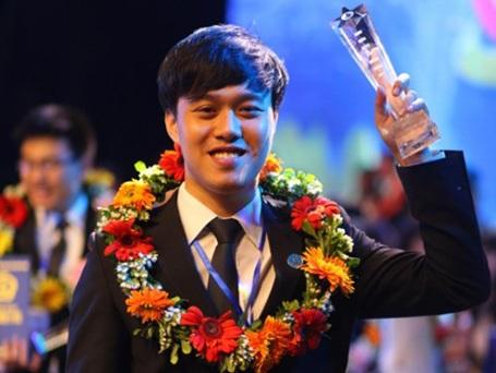"""Ngô Chí Long nhận danh hiệu """"Sinh viên 5 tốt"""""""