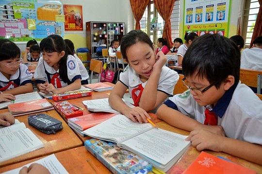 Học sinh lớp 5, Trường Tiểu học Nguyễn Văn Trỗi (TPHCM) trong giờ học văn. (Ảnh: Tấn Thạnh)