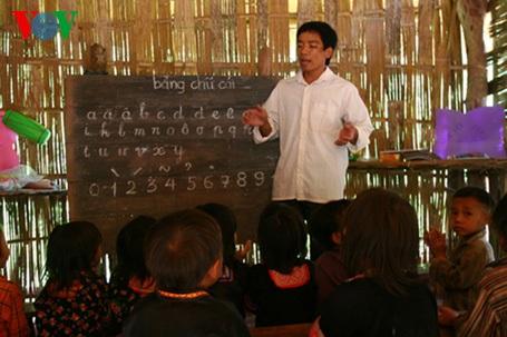 Khó khăn đối với các thầy cô là sự bất đồng về ngôn ngữ với các trẻ