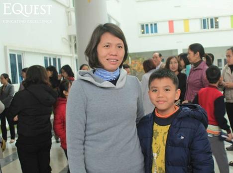 Hoàng Hưng chia sẻ niềm vui làm được bài với mẹ
