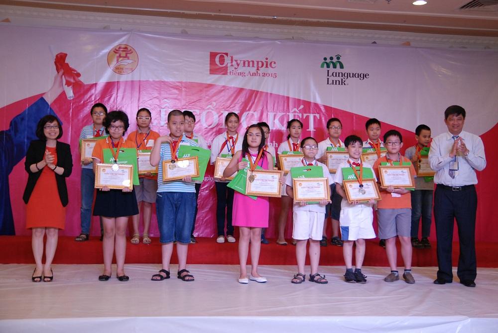 17 học sinh tiêu biểu giành giải Nhì.