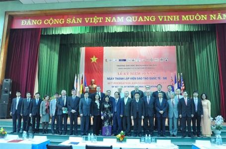 Kỷ niệm 10 năm thành lập Viện Đào tạo Quốc tế (năm 2013).