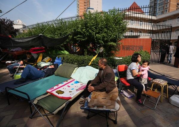 Phụ huynh Trung Quốc cắm trại 5 ngày để đăng ký cho con vào mẫu giáo
