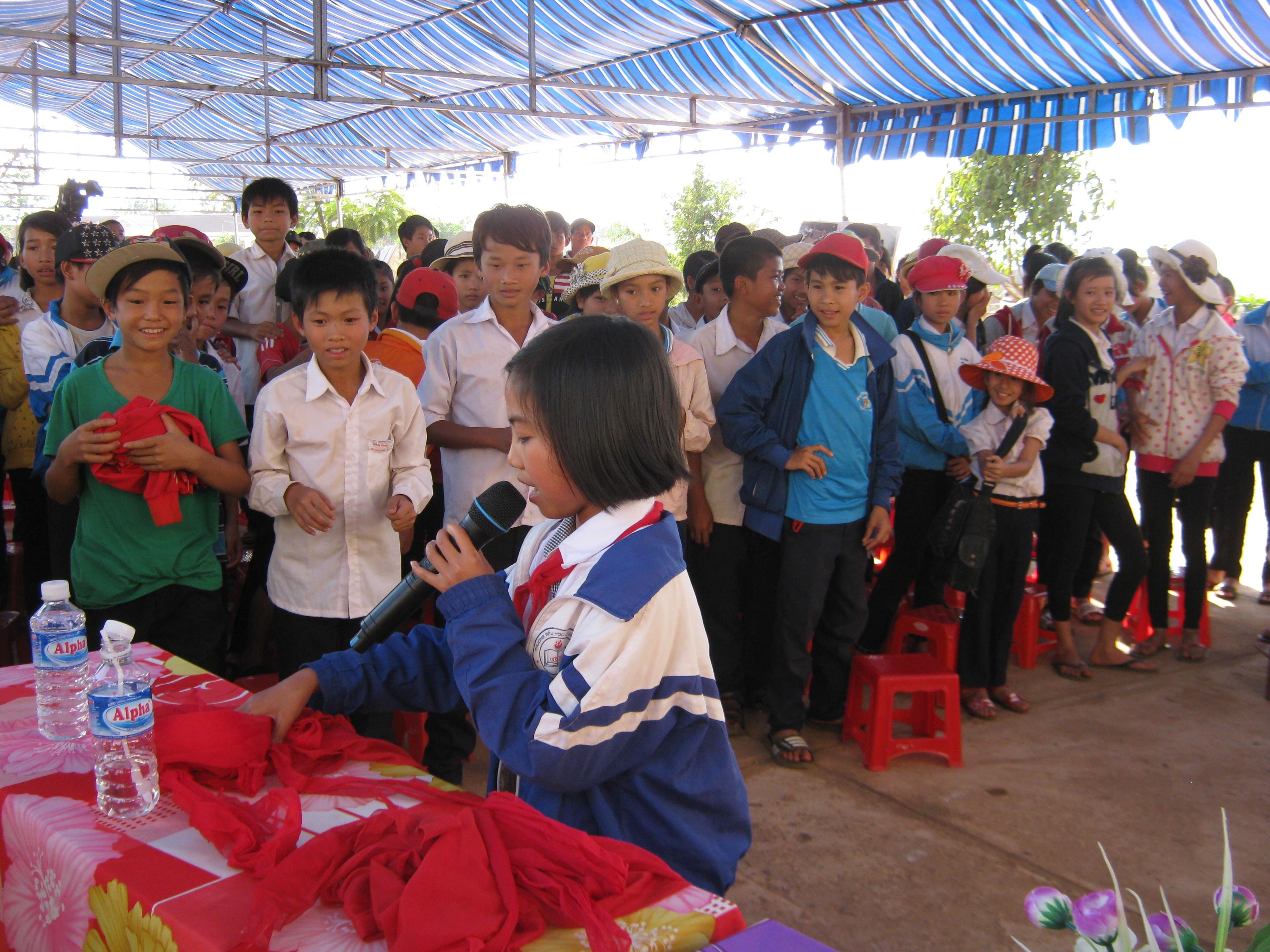 Học sinh Trường THCS Nâm Nung (huyện Krông Nô, tỉnh Đăk Nông) trong một trò chơi