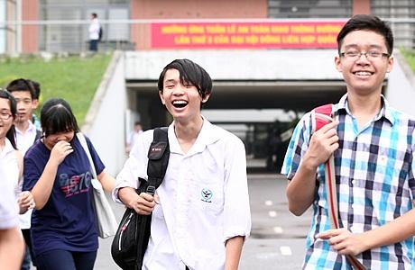 Những nụ cười rạng rỡ khi hoàn thành kì thi