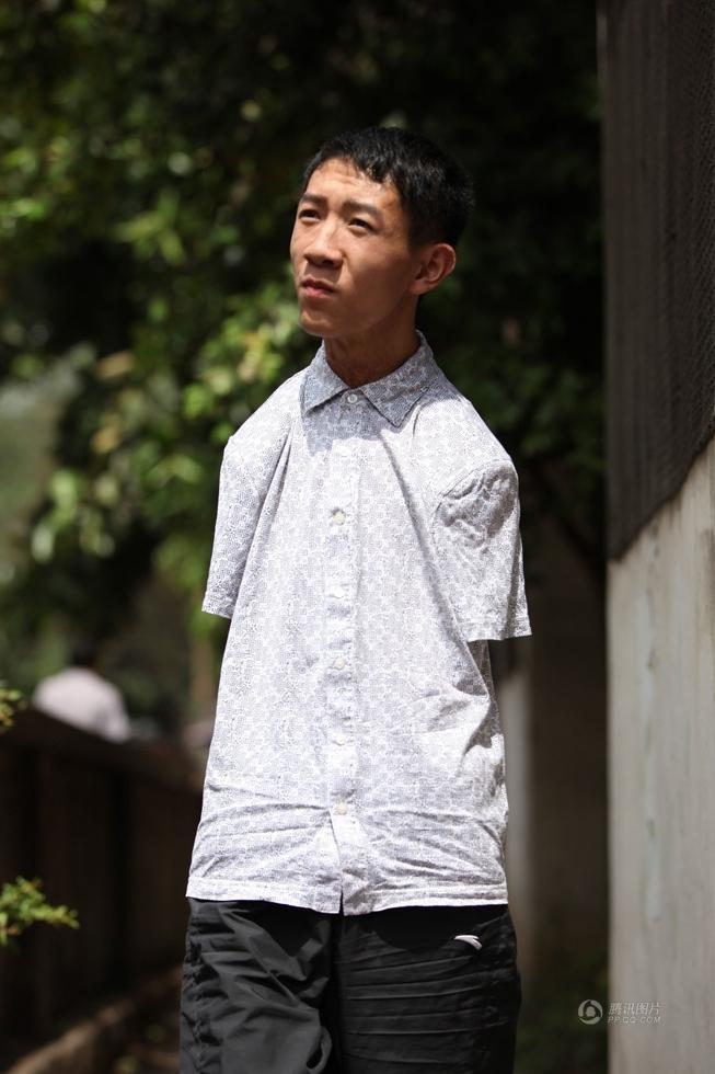 Nam sinh không tayPeng Chao thừa điểm vào đại học ở Trung Quốc