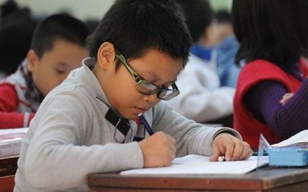 Thay vì học chữ nên trang bị cho trẻ các kỹ năng trước khi vào lớp 1. (Ảnh minh hoạ: Đàm Duy)