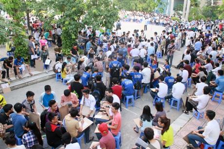 Hàng trăm thí sinh thi Vẽ vào ĐH Kiến trúc