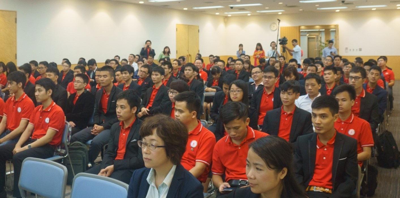 Bà Kagawa Junko, Hiệu trưởng Học viện Meros phát biểu tại lễ khai giảng