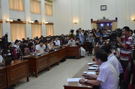 Cuộc họp báo thu hút được đông đảo phóng viên các báo, truyền hình tham gia