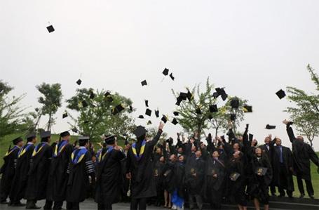 Học viên DeMBA trong ngày nhận bằng tốt nghiệp