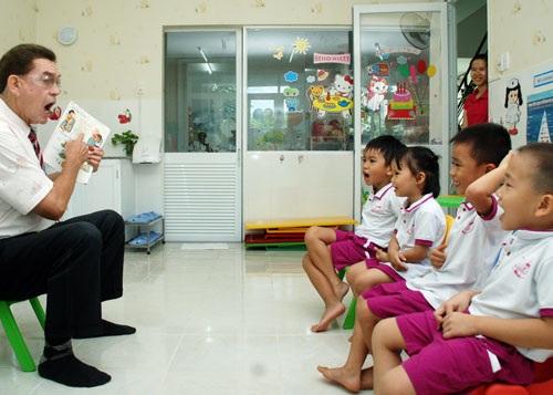 Học tiếng Anh tại một trường mầm non ở TP HCM. (Ảnh: Tấn Thạnh)