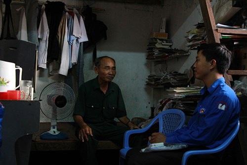 Thí sinh Lê Tuấn Anh tại phòng trọ mình ở mấy ngày thi qua
