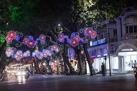 Chợ đêm cũng được chăng đèn rực rỡ chào mừng 40 năm giải phóng miền Nam, thống nhất đất nước
