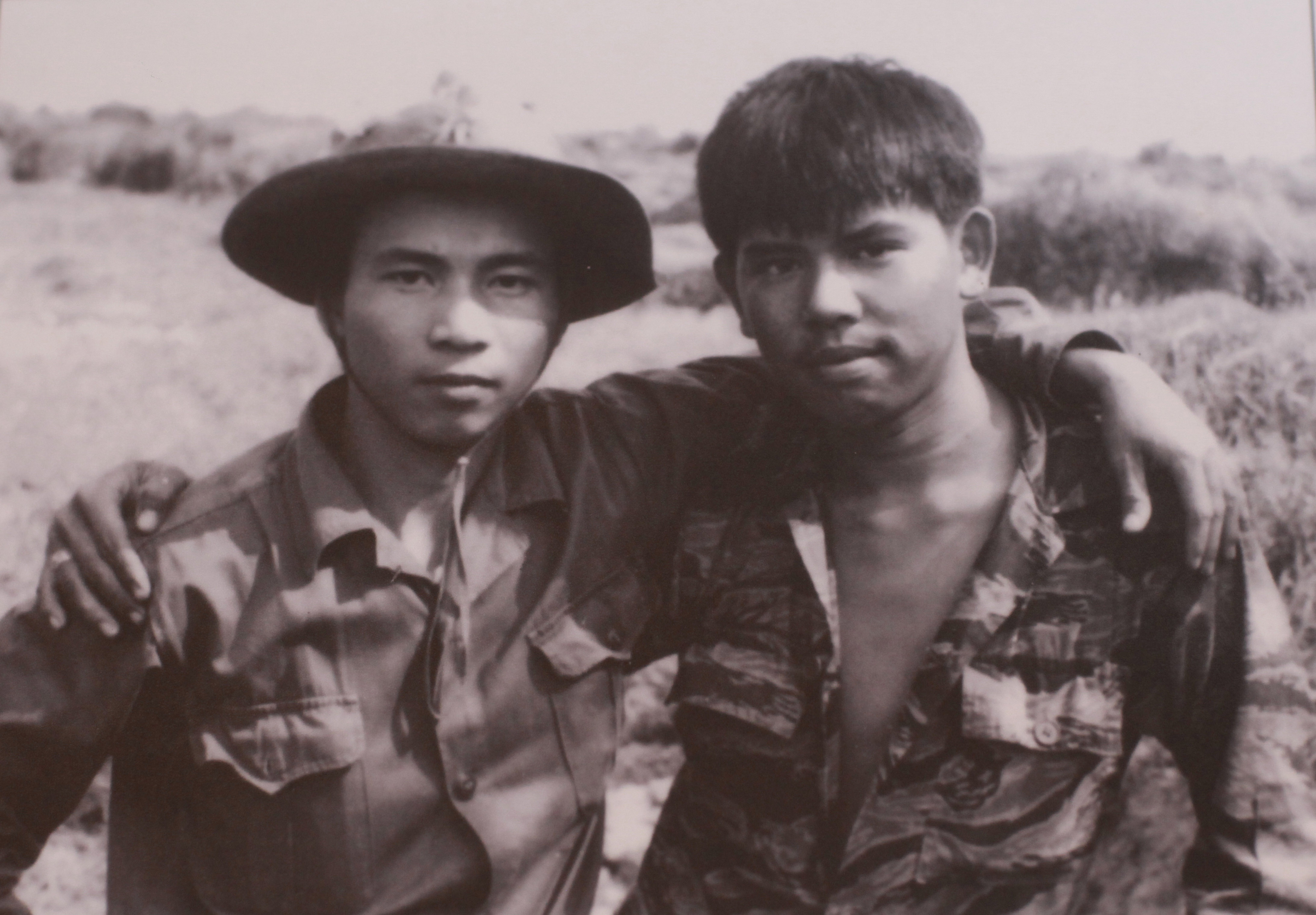 """Chuyện chưa kể về tấm ảnh """"Hai người lính""""   Báo Dân trí"""