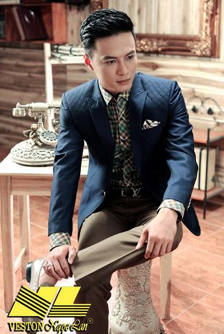 Nam diễn viên Hồng Đăng lịch lãm trong trang phục vest
