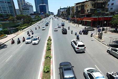 Khốn khổ vì nắng nóng trên con đường đẹp nhất VIệt Nam