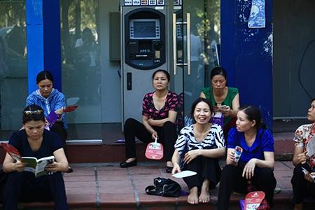 Cây ATM có điều hoà lại thành nơi tránh nóng lý tưởng