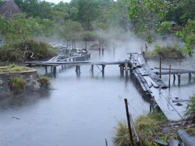 Suối khoáng nóng lộ thiên ở Kim Bôi - Hòa Bình. (Ảnh dulich24)