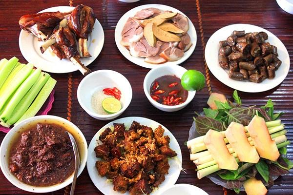 Thịt chó có thể chế biến thành nhiều món, rất được người Việt ưa chuộng.