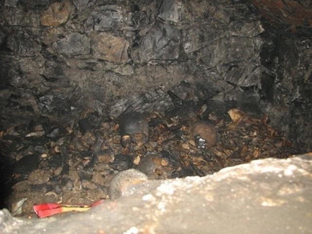 Bể xương trong hang Cắc Cớ. (Ảnh: Internet)