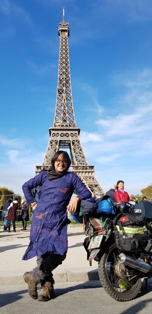 Trần Đặng Đăng Khoa cán đích Paris bằng xe máy.