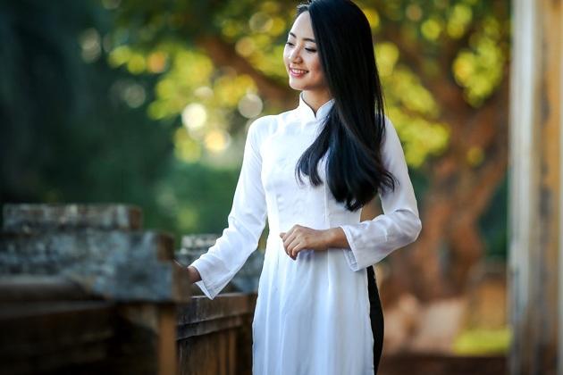 Tà áo dài là một trong những món quà lưu niệm mang đậm đặc trưng Việt Nam.
