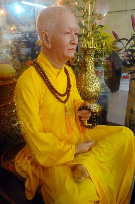 Pho tượng được đưa về chùa vào dịp lễ Tiểu tường - một năm ngày hòa thượng viên tịch.