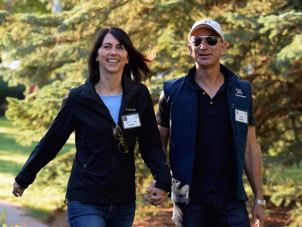 Khi nghe Jeff Bezos nói về ý tưởng kinh doanh của mình, dù chưa từng được đào tạo về kinh doanh, nhưng MacKenzie cảm nhận được nhiệt huyết và đam mê trong giọng nói của người bạn đời. Năm 1994, hai vợ chồng nhà Bezos cùng bỏ việc tại D.E.Shaw, tới Seattle để thành lập Amazon.