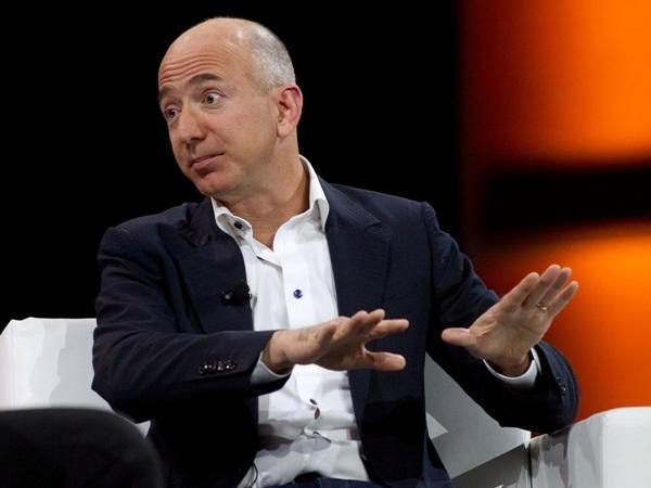 Danny Hillis, một người bạn của gia đình Jeff Bezos chia sẻ, đó là một 'mái ấm bình thường, tình cảm của mọi người vô cùng khăng khít và hạnh phúc'.