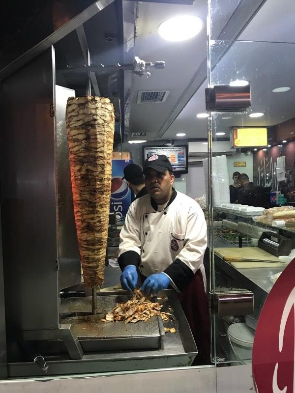 Đến Jerusalem, chúng tôi đi chợ đêm Noel và tim hiểu món ăn Kosher của người Do Thái