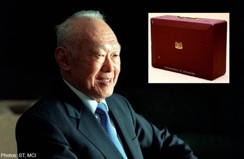 Khi còn sống, cố Thủ tướng vẫn dùng chiếc cặp tài liệu đỏ đã cũ