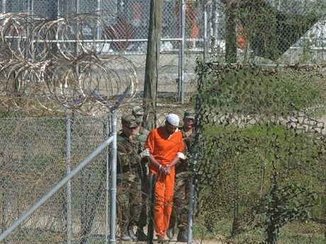 Tù nhân ở nhà tù Vịnh Guantanamo. (Ảnh: