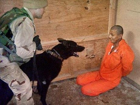 Một trong những cảnh tượng tra tấn dã man trong các nhà tù bí mật của CIA.