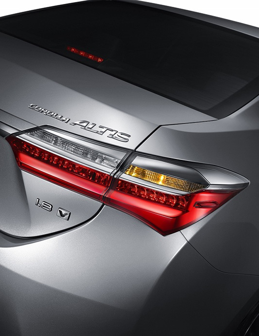 Toyota ra mắt phiên bản nâng cấp mới cho Altis - 4