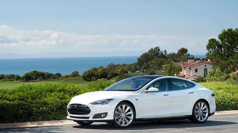 1. Tesla: 91% khách hàng được hỏi cho biết vẫn sẽ lựa chọn người tiên phong trong lĩnh việc xe thể thao chạy điện. Điều này cũng dễ hiểu khi một cái tên mới, một lĩnh vực mới, và một phong cách khởi nghiệp rất Mỹ... sẽ phải làm tất cả để khách hàng nhớ đến mình. Điều cốt lõi là Tesla đã biến những mong muốn đó trở thành hiện thực.