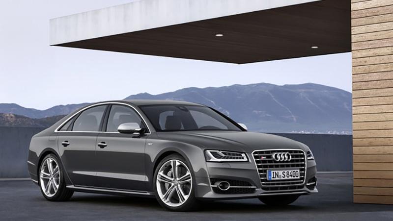 3. Audi: Sự quan tâm đến khách hàng được thực hiện rất nghiêm túc (có thể một phần trong nỗ lực hàn gắn uy tín bị đổ vỡ của hãng mẹ VW) trong năm qua đã giúp Audi giữ được vị trí trong danh sách này, trong khi đó một thực tế đáng ngạc nhiên là hai đồng hương từ Đức còn lại là BMW và Mercedes-Benz hoàn toàn không có tên trong danh sách này.