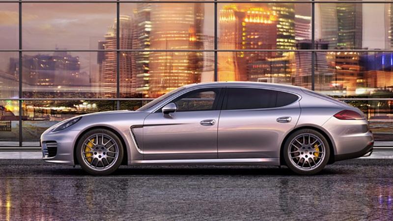 2. Porsche: Hãng xe thể thao hạng sang cho thấy ngoài việc làm ra các mẫu xe tính năng vận hành cao, hãng rất biết cách tạo ra các giá trị đẳng cấp phù hợp với khách hàng của mình. Rất nhiều khách hàng của Porsche khi được hỏi sẽ chọn thương hiệu nào trong tương lai đều có câu trả lời: Tại sao phải đổi xe?