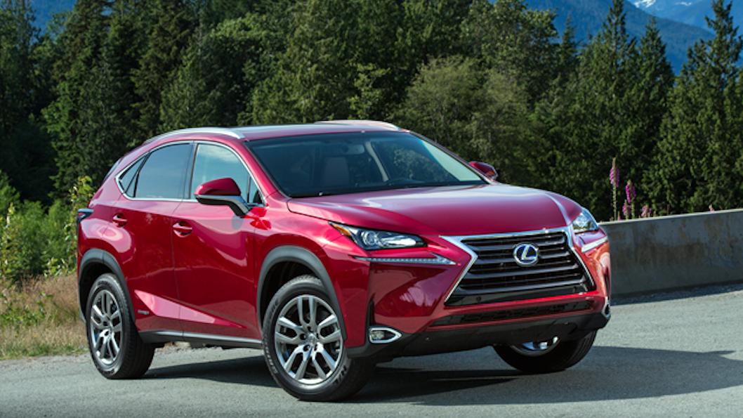 10. Lexus: Một chiếc xe đáng tin cậy sẽ mang tới một khách hàng đầy tin tưởng. Chiếc lược này đã giúp thương hiệu xe sang của Nhật Bản bám rễ tại thị trường Mỹ trong gần 30 qua; với 73% chủ sở hữu Lexus cho biết sẽ vẫn tiếp tục tìm đến thương hiệu này nếu mua xe trong tương lai.