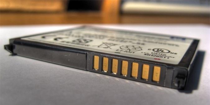 Sạc đầy smartphone sẽ làm giảm đáng kể tuổi thọ pin