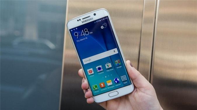 Một vài tuần sau khi Samsung công bố Galaxy Round,