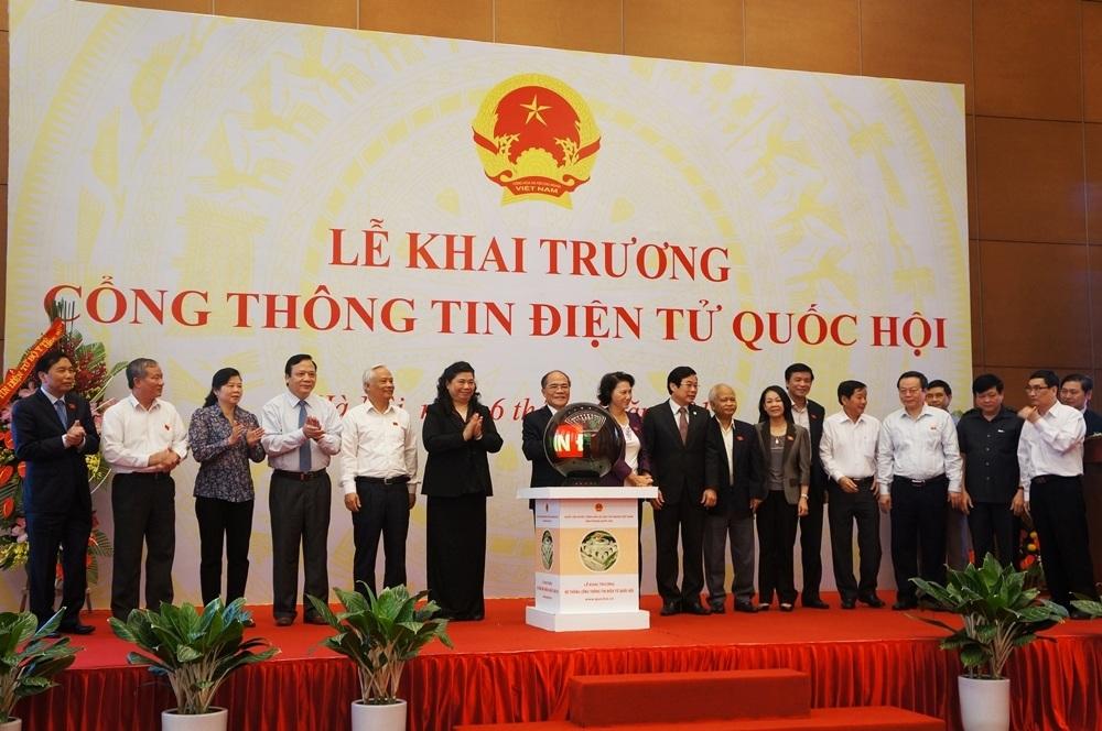 Chủ tịch QH Nguyễn Sinh Hùng và các đại biểu khai trương Cổng thông tin điện tử Quốc hội