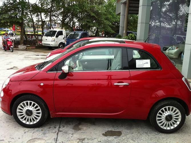 Dáng vẻ của Fiat 500 quyến rũ rất nhiều tay lái nữ (hình minh họa).