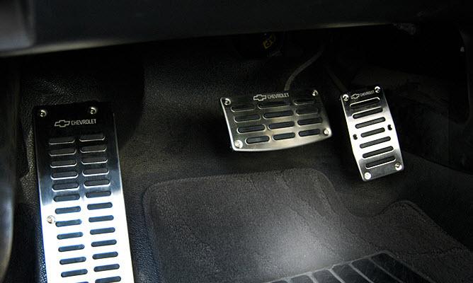 Lái xe số tự động chỉ sử dụng chân phải