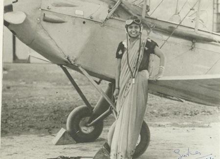 Sarla Thakral, 21 tuổi là người phụ nữ Ấn Độ đầu tiên nhận được bằng phi công. (Ảnh chụp năm 1936)